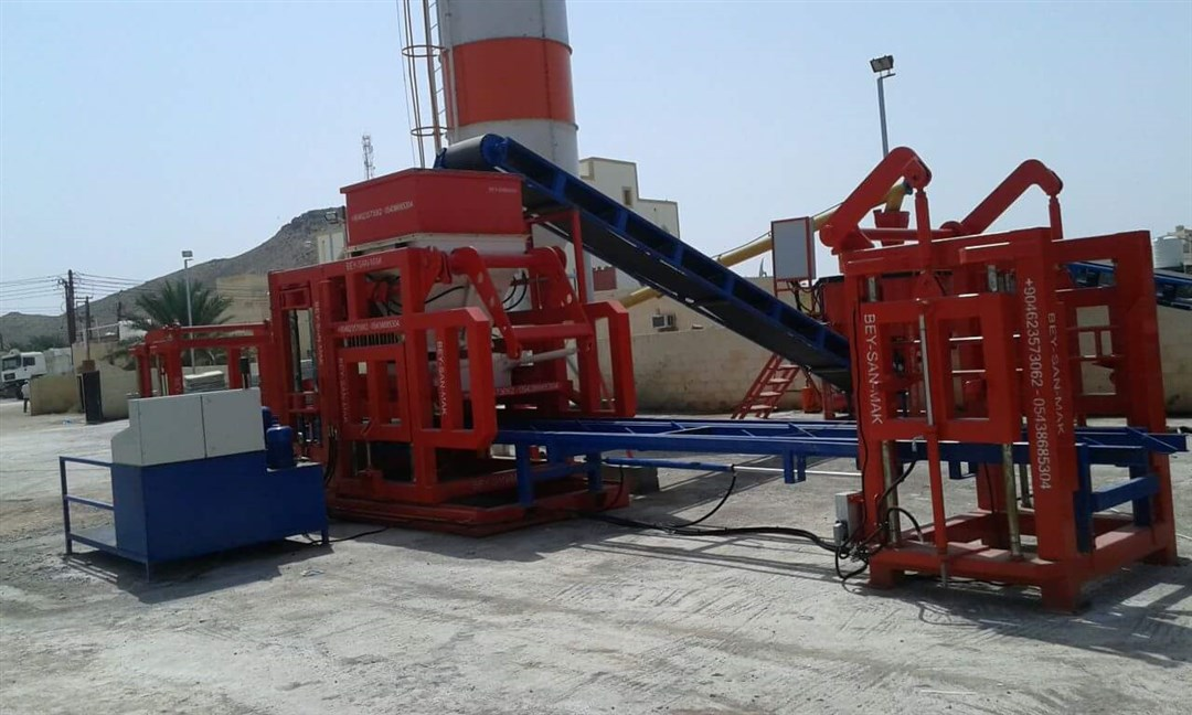 Block_Making_Machine_For_Concrete_Products.jpg