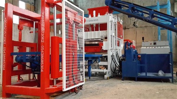 Block_making_machine_for_producing_concrete_blocks.jpg