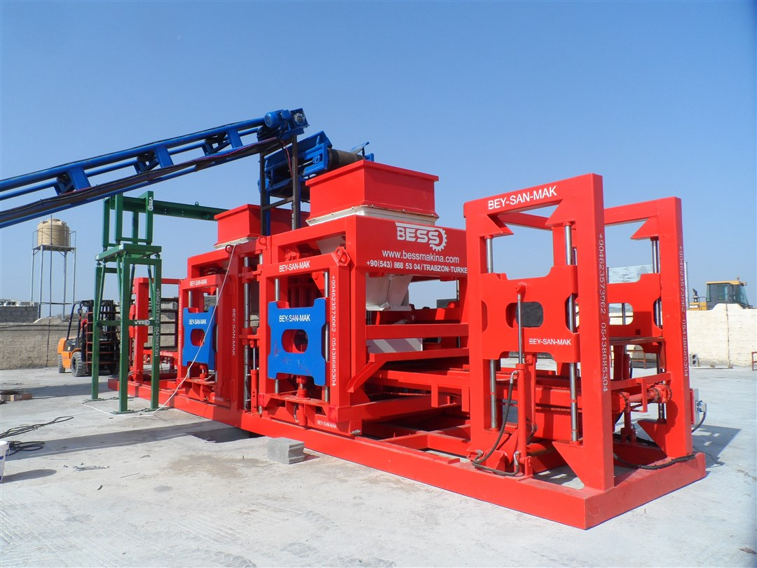 Concrete-Hollow-Block-Machine-With-Double-Hoppers.jpg