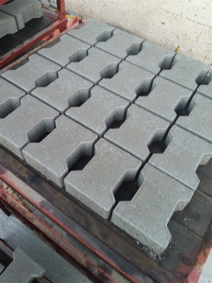 Concrete_paving_blocks.jpg