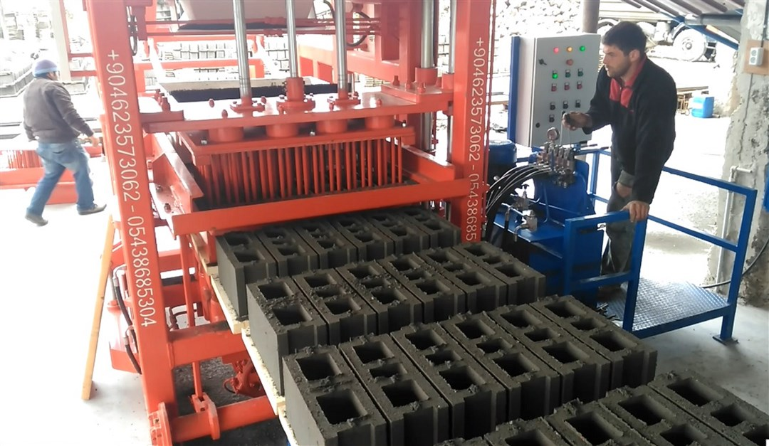 Hollow-Block-Machine-With-High-Quality.jpg