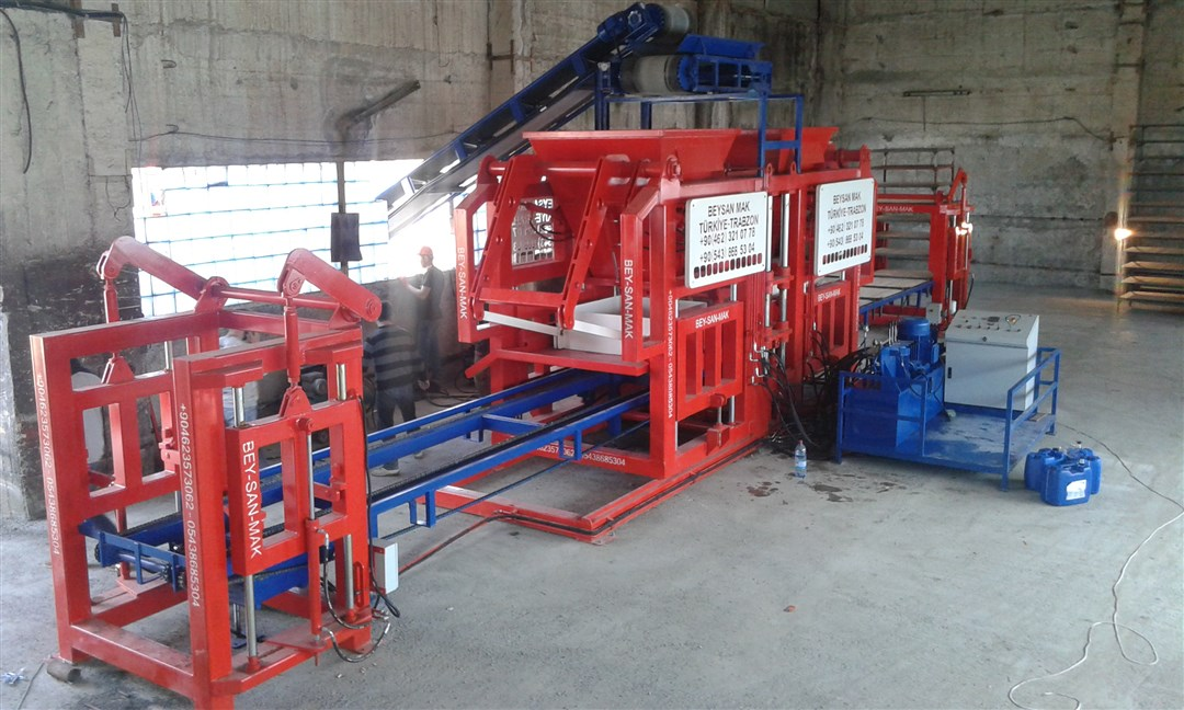 Paving-Block-Machine-With-Double-Hoppers.jpg