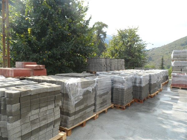 Ready-Concrete-Hollow-Blocks.jpg