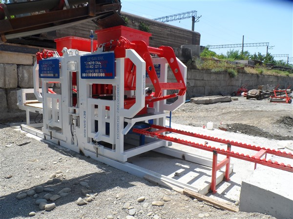 Semi-Automatic-Paving-Block-Machine.jpg