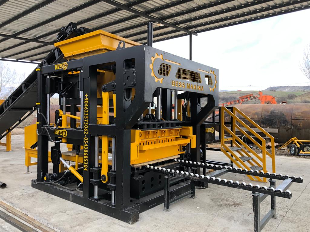 concrete_block_machine_for_producing_concrete_blocks.jpg