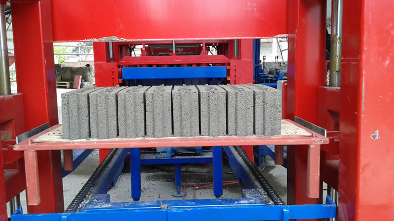 concrete_block_making_machine_Bess.jpg