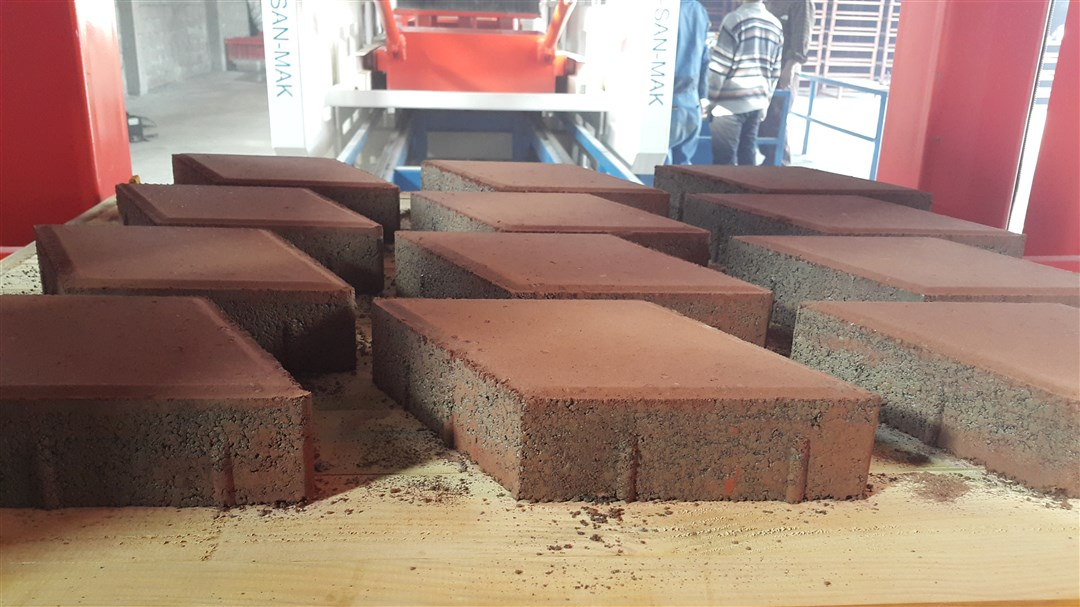 double-layer_paving_block_over_the_pallet.jpg