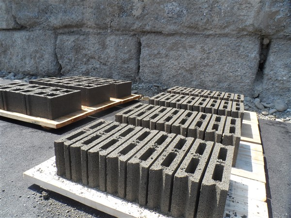 hollow_concrete_block_pallets.jpg